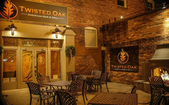 ‪Twisted Oak American Bar & Grill‬