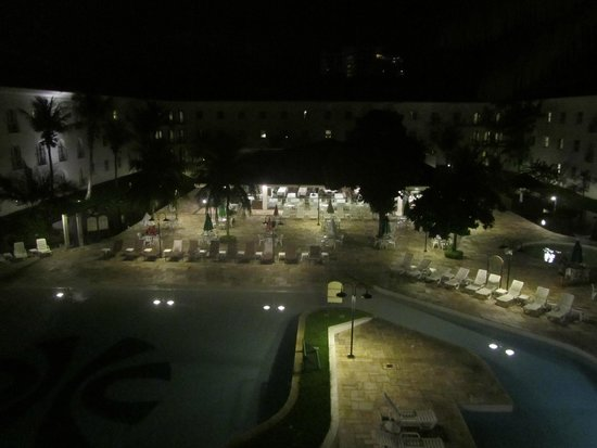 Tropical Manaus Ecoresort : Vista noturna