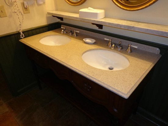 Disney's Port Orleans Resort - French Quarter: Sinks lol