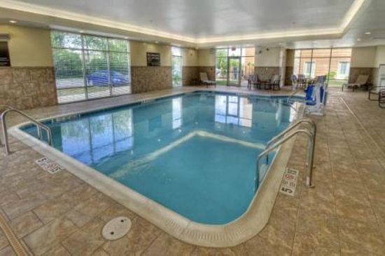 Hampton Inn & Suites Rochester / Henrietta: Take a dip in our indoor heated pool