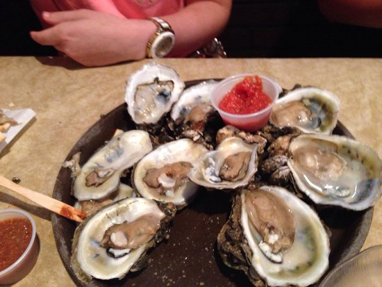 Hunt's Seafood Restaurant & Oyster Bar : steamed oysters on the half shell= pure yumminess