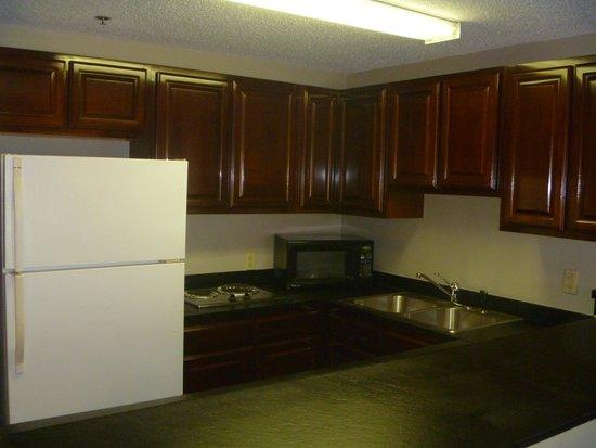 كومفورت سويتس باينفيل: Kitchen(Select Suites)