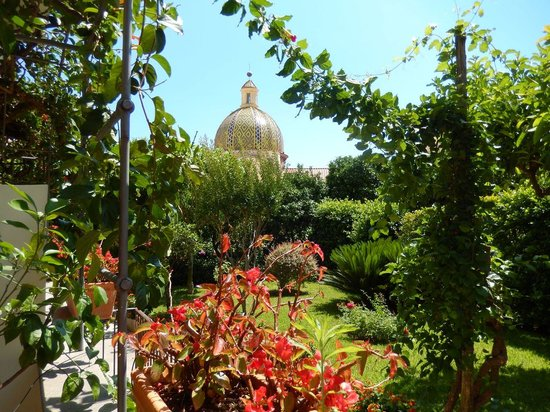 Hotel Palazzo Murat : View from our garden room