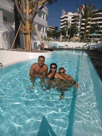 Gold By Marina : piscina