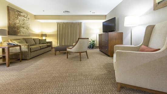 Chickasaw Retreat & Conference Center: Living Area - Suite