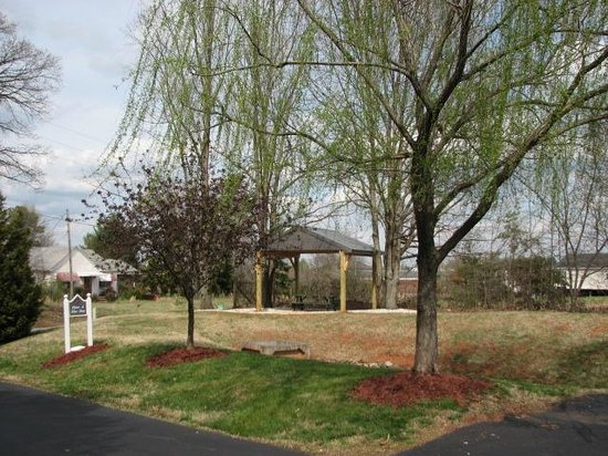 Affordable Corporate Suites Statesville : Picnic Area