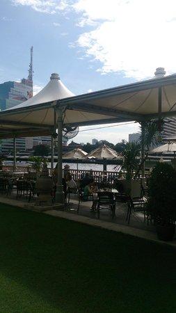 The Peninsula Bangkok: outdoor breakfast area