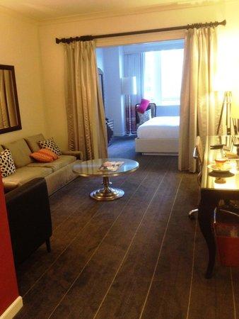 Hotel Monaco Seattle - a Kimpton Hotel: The sitting area of Room 508