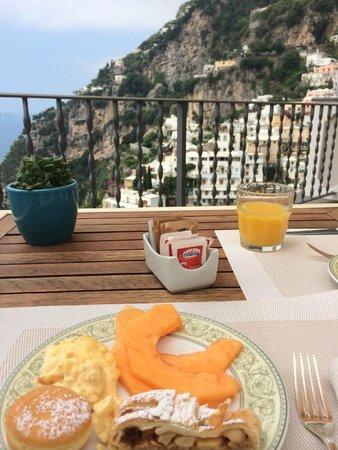 Albergo Punta Regina : Breakfast on the rooftop