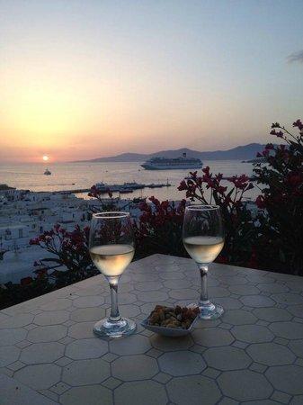 PortoBello Boutique Hotel: Aperitivo in terrazza con panorama stupendo al tramonto.