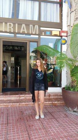 Miriam Apartments : indgangen til hotellet