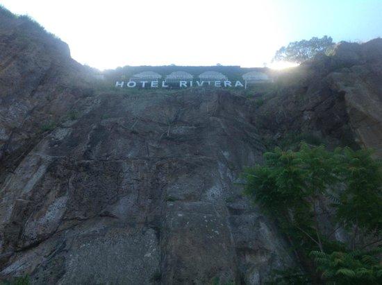 Grand Hotel Riviera: Blick von Steg hinauf