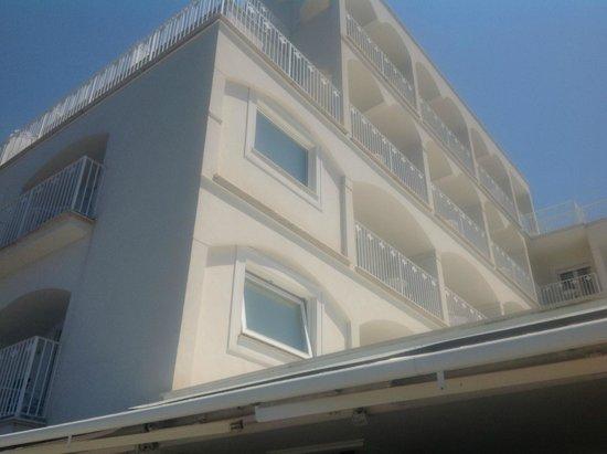Grand Hotel Riviera: Blick von der Terrasse auf das Hotel