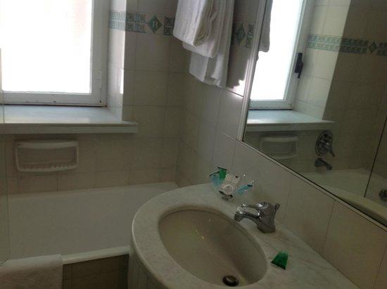 Grand Hotel Riviera : Badezimmer Nr. 98
