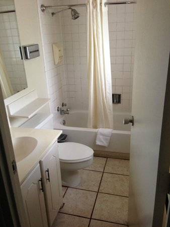 Kachina Lodge Resort and Meeting Center: All in one, dated bathroom