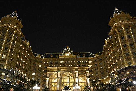 Tokyo Disneyland Hotel : Tokyo Disney Hotel at night! June 2014