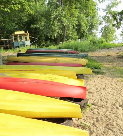 Auer Family Boathouse: boat rentals