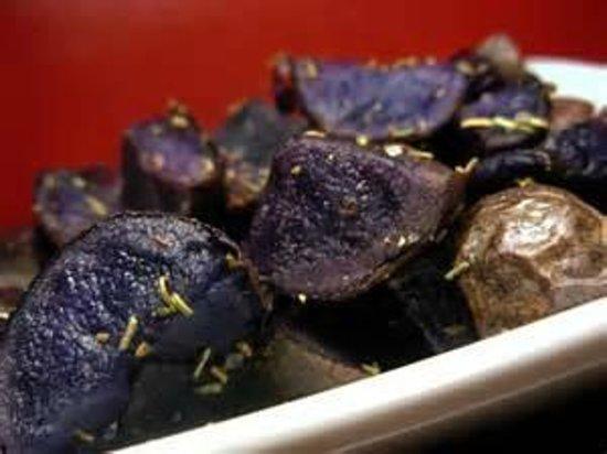 Millennium Artisan Restaurant: Crisp-edge perfectly seasonsed local blue potatoes.
