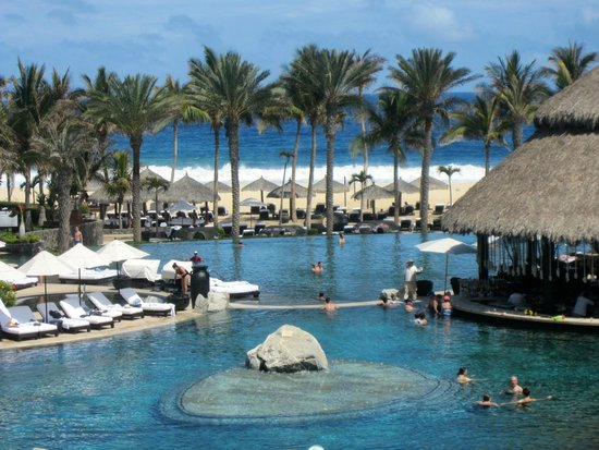 Cabo Azul Resort: The pool