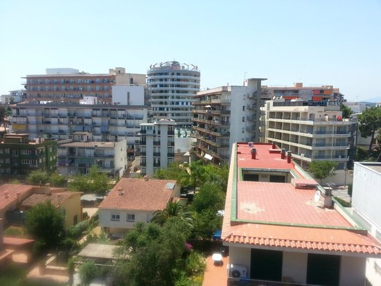 Hostal Magnolia : daytime view from balcony 1