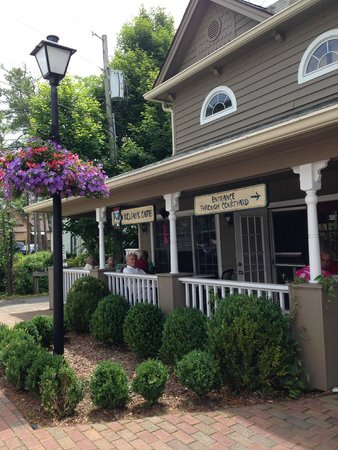 Kojay's Eatery & Coffeehouse: Kojay's from the road