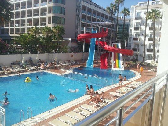 Ideal Prime Beach : Pool area