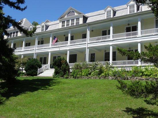Balsam Mountain Inn & Restaurant: Porches