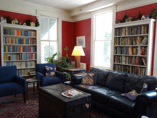 Balsam Mountain Inn & Restaurant: The Library