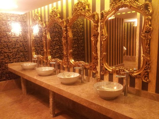 Ideal Prime Beach : Public buthrooom