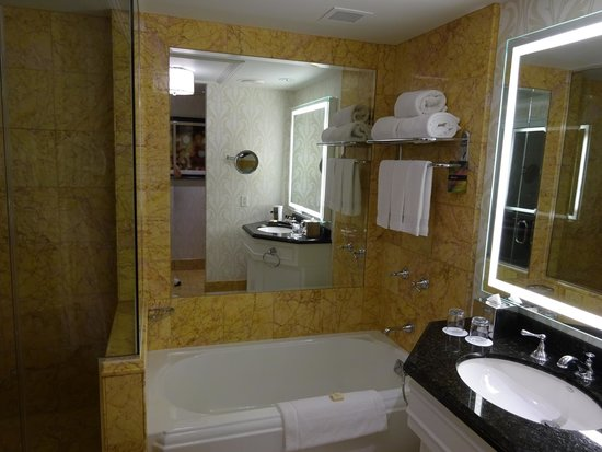 Fairmont San Francisco: Bathroom
