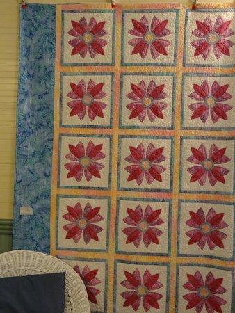 Balsam Mountain Inn & Restaurant: A Quilt in the hallway