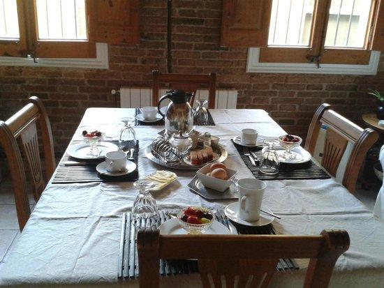 The Patio Barcelona: Breakfast/Living Room