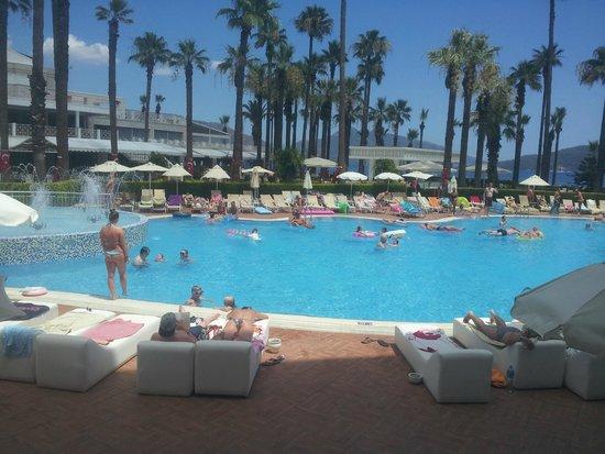 Ideal Prime Beach: Pool area near the reception