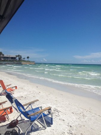 Siesta Sands Beach Resort: Beautiful day on the beach