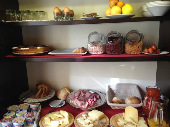 Cenci B&B: Breakfast provided was decent. Bread was stale, but the pastries were great.