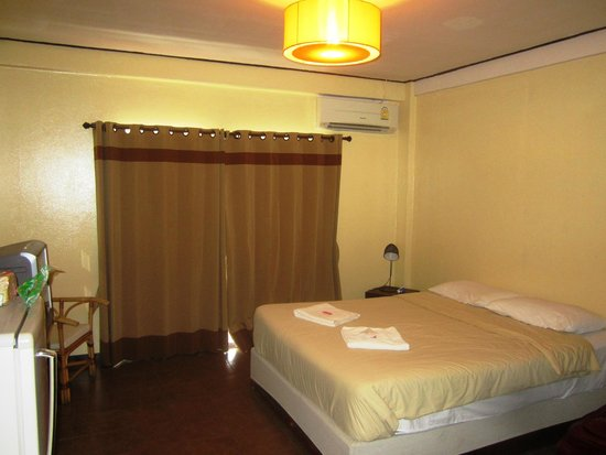 Elegant Lanna Boutique Guesthouse: Bedroom- large comfortable bed