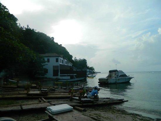 Blue Lagoon : entrada, donde algunos pescadores tienen su jerk a la venta