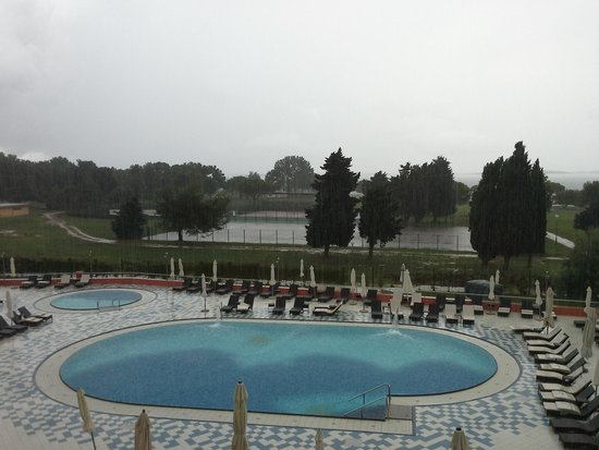 TUI Sensimar Medulin: pool and sea view on a cloudy day.