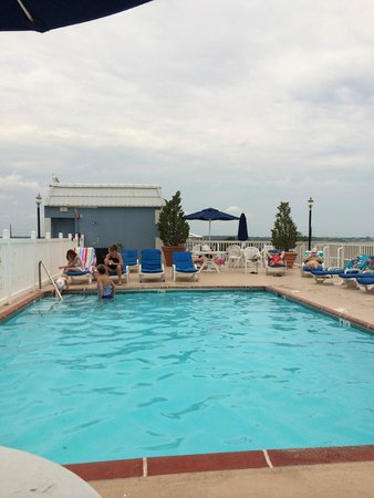 Tidelands Caribbean Hotel and Suites: Rooftop Pool