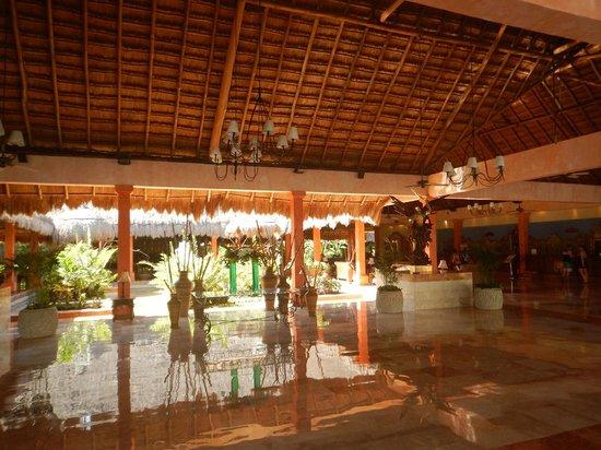 Iberostar Quetzal Playacar: the lobby
