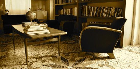 Villa Rosmarino : Library at hotel