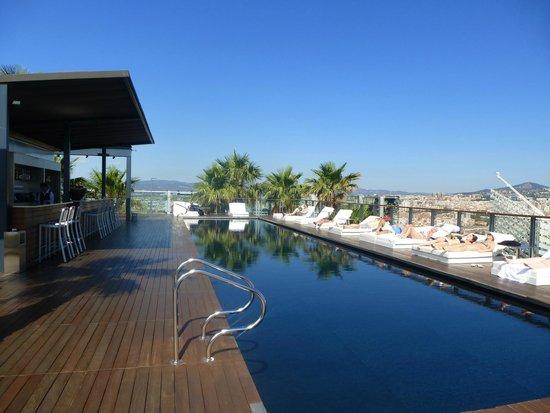 Renaissance Barcelona Fira Hotel: The beautiful rooftop pool