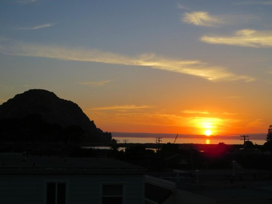 Harbor House Inn: View from our balcony - can't beat that Morro Bay sunset.