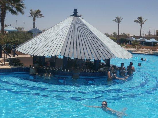 SUNRISE Select Royal Makadi Resort: swim up bar