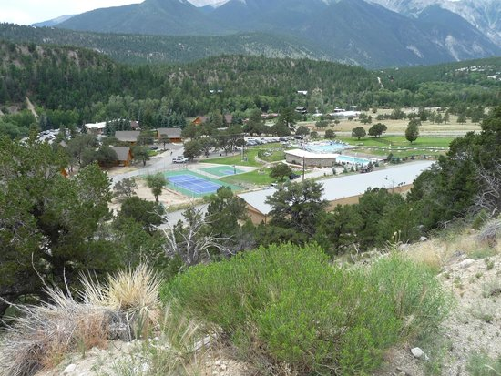 Mount Princeton Hot Springs Resort: Upper pool & slide