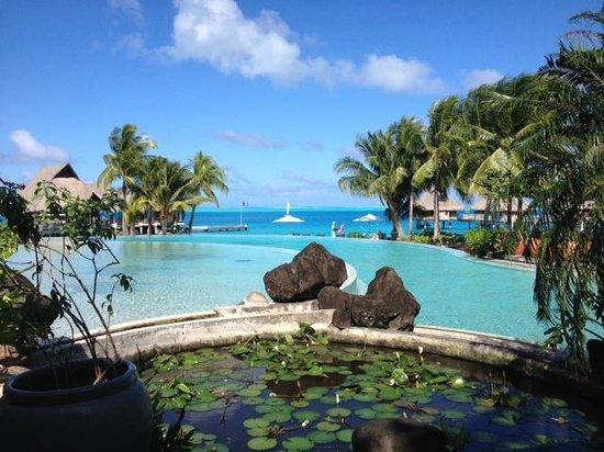 Conrad Bora Bora Nui: Overlooking pool area