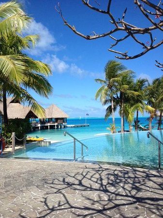 Conrad Bora Bora Nui: Lower level pool