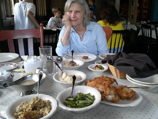 Amish Acres : thresher dinner