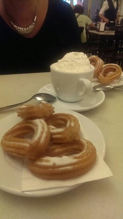 Cafe Granja Viader: Churros...delicious