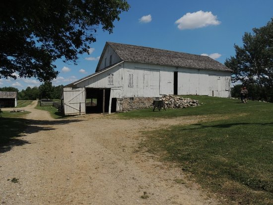 Amish Acres : bank barn
